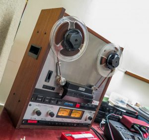 reel-to-reel tape player