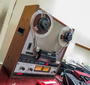 reel-to-reel tape player